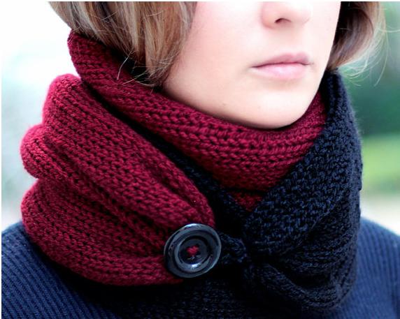 Связанный спицами шарф