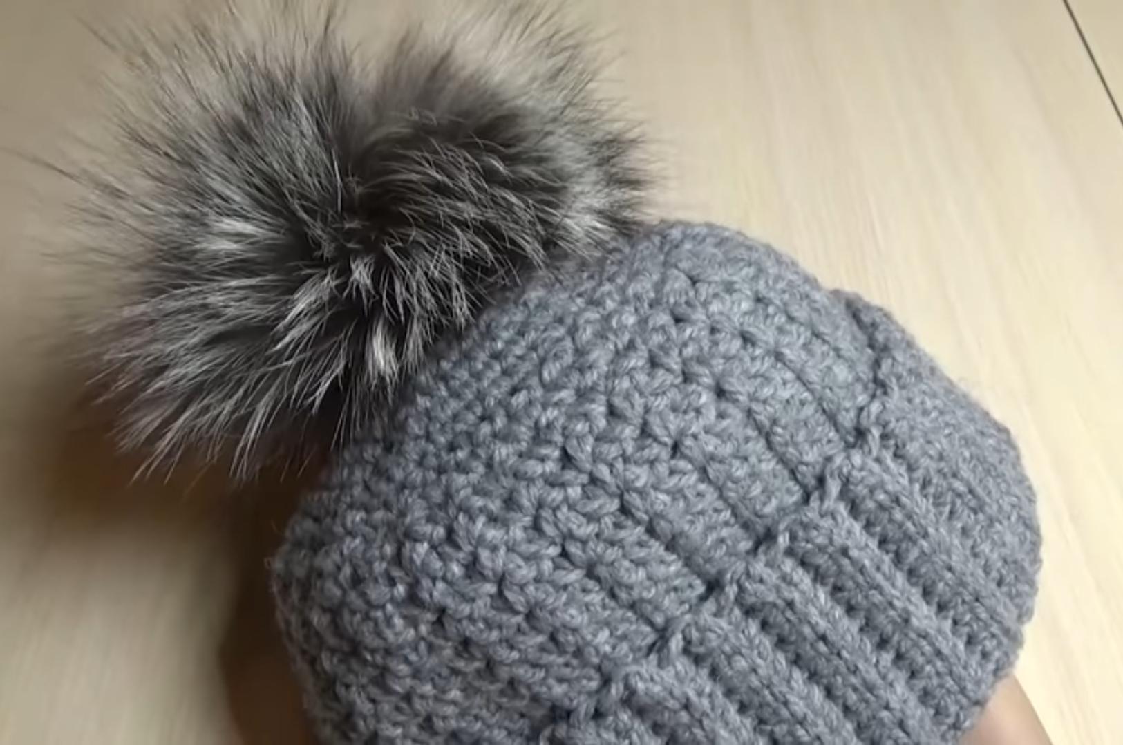 Женская теплая шапка.