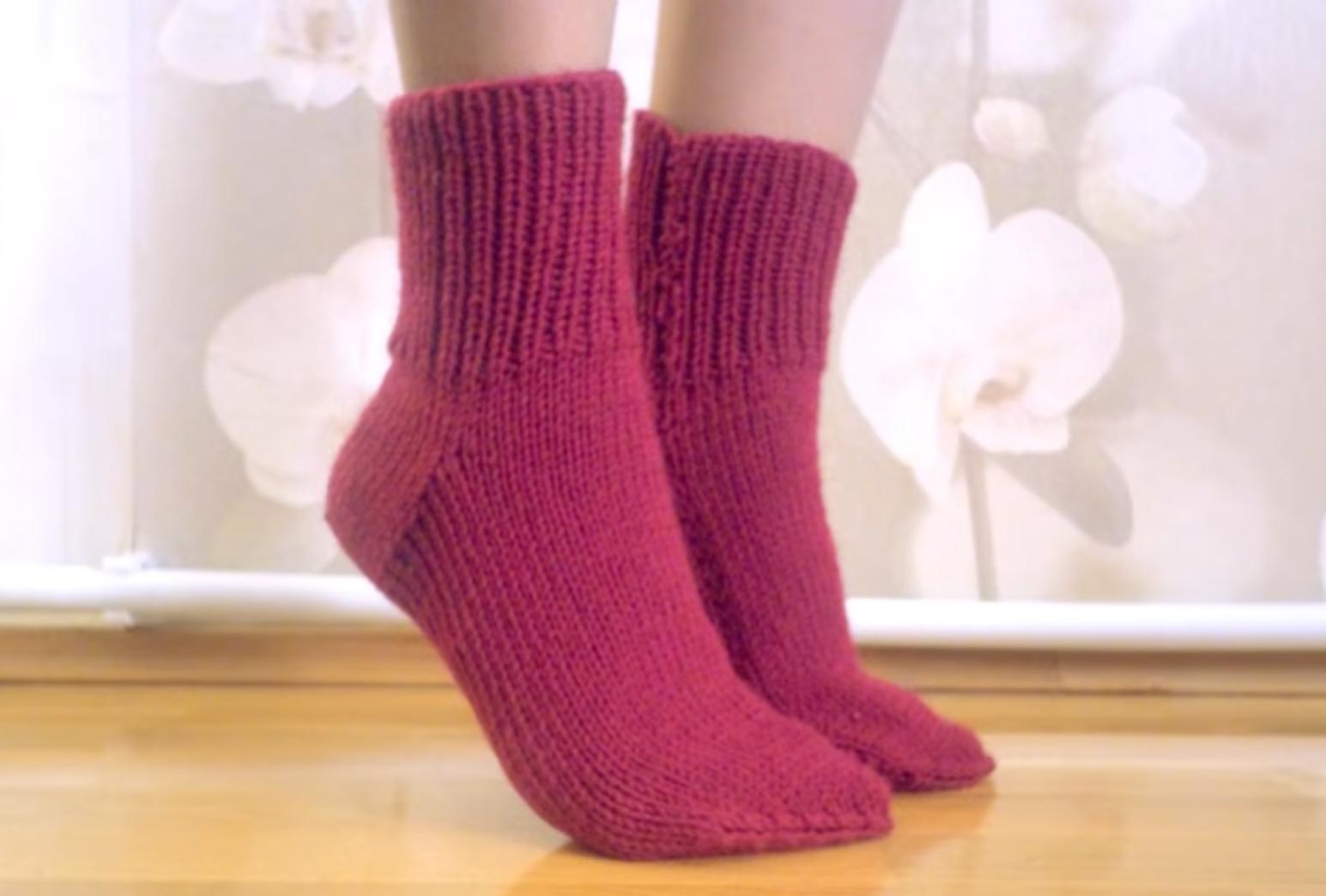 Классические носки двумя спицами
