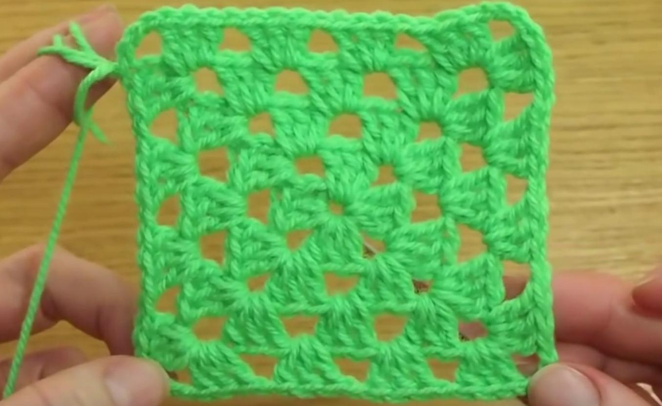 Простой бабушкин квадрат для вязания крючком